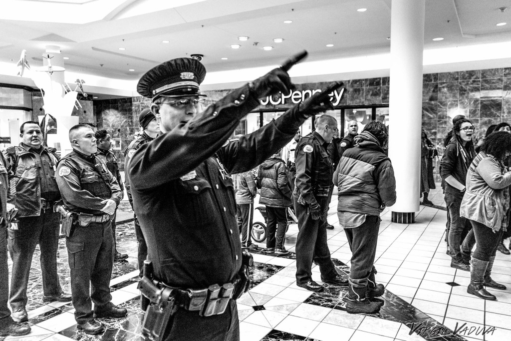 Beavercreek cop orders a crowd to leave a local shopping mall