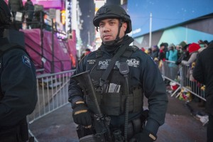 A New York Police Department (NYPD) officer keeps guard during New Year's Eve celebrations in Times Square December 31, 2014.   REUTERS/Stephanie Keith  (UNITED STATES - Tags: SOCIETY CRIME LAW) - RTR4JS50