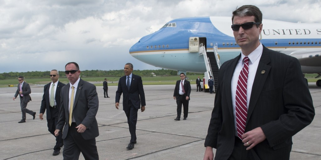 US President Barack Obama, surrounded by US Secret Service agents, walks to greet guests after arriving on Air Force One at Griffiss International Airport in Rome, New York on May 22, 2014. Obama is traveling to visit the National Baseball Hall of Fame and Museum in Cooperstown, New York, before attending Democratic fundraisers in Chicago. AFP PHOTO / Saul LOEB (Photo credit should read SAUL LOEB/AFP/Getty Images)